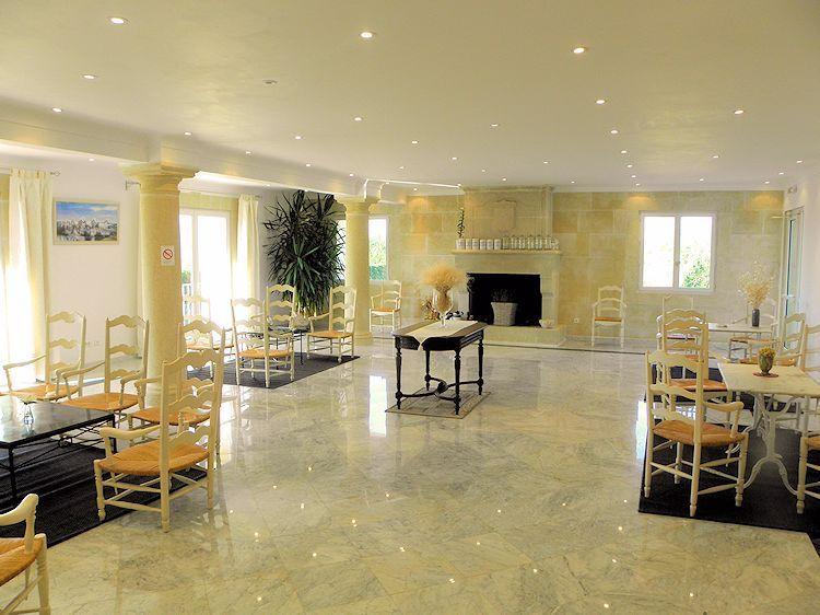 H tel restaurant la bergerie joucas en luberon provence - Grand hotel de la poste salon de provence ...