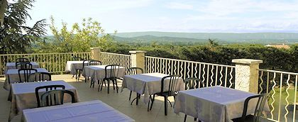 Panoramic terrace of the hotel La Bergerie with view over Luberon